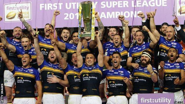 Leeds Rhinos lift the Super League title