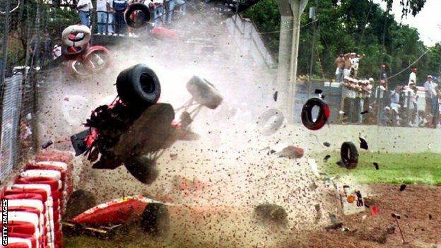 Michael Andretti crashes at the 1993 Brazilian Grand Prix
