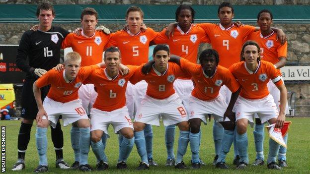 Wouter Dronkers and Netherlands Under-17 team-mates