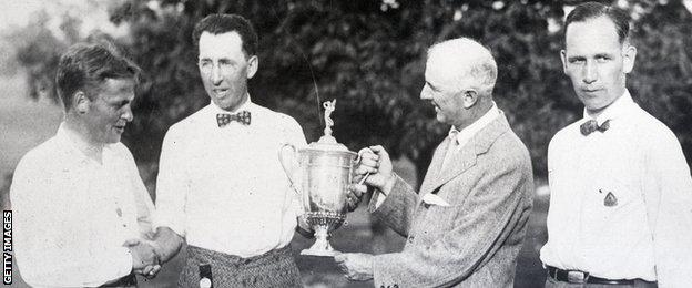 Willie Macfarlane (second from left) receives the 1925 US Open trophy, with a handshake from Bobby Jones
