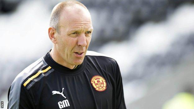 Gordon Marshall coaching with Motherwell
