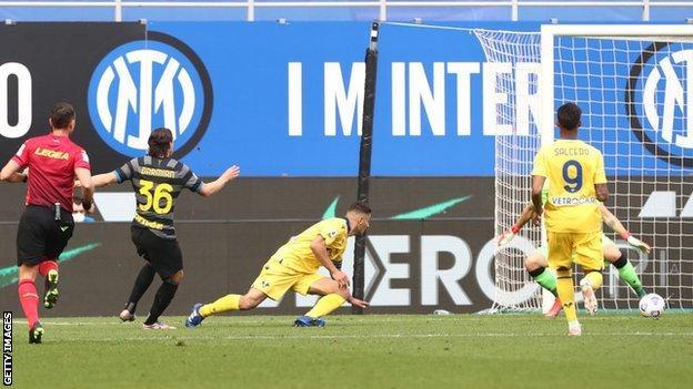 Matteo Darmian scores the winner for Inter Milan against Hellas Verona