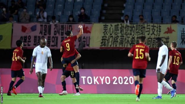 Spānija Tokijas olimpisko spēļu vīriešu futbola ceturtdaļfinālā svin savus piektos vārtus pret Kotdivuāru