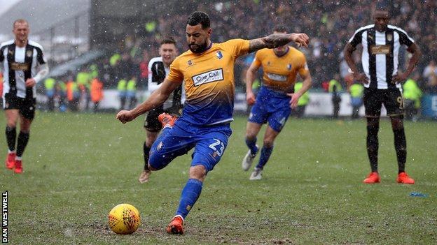 Kane Hemmings equalises for Mansfield