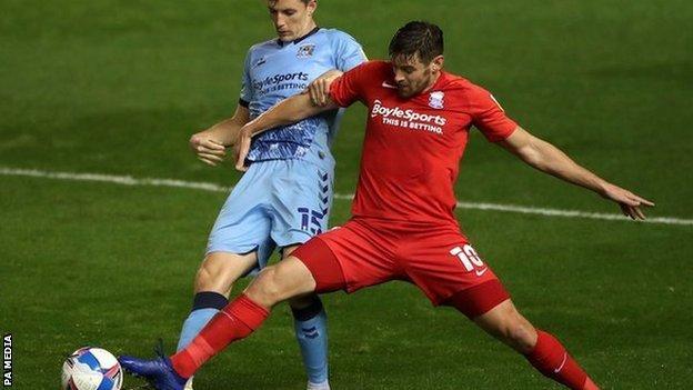 Lukas Jutkiewicz'in bu sezon şimdiye kadarki tek golüne eklenmesi için biri erken, biri geç olmak üzere iki kafa şansı vardı.