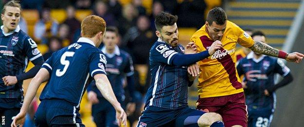 Ross County's Ian McShane (2nd from right) tackles Motherwell's Marvin Johnson (right)