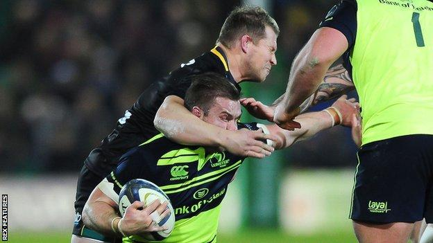 Dylan Hartley's wild swinging arm connects with the head of Leinster and Ireland flanker Sean O'Brien