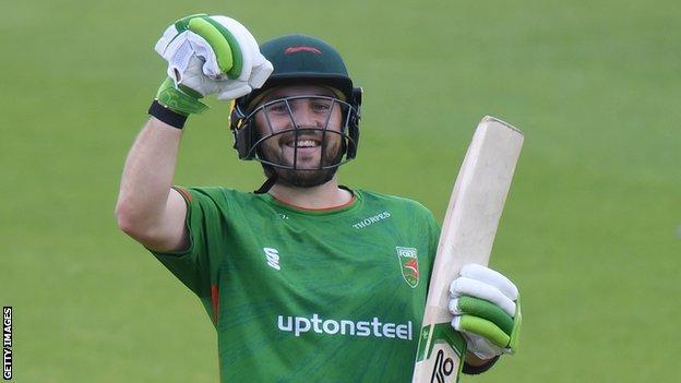 Josh Inglis batting for Leicestershire