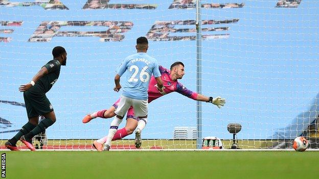 Man City in thumping win over Newcastle