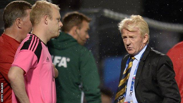 Steven Naismith and Gordon Strachan look disappointed against France