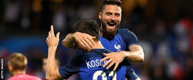 Laurent Koscielny and Olivier Giroud celebrate for France against Scotland