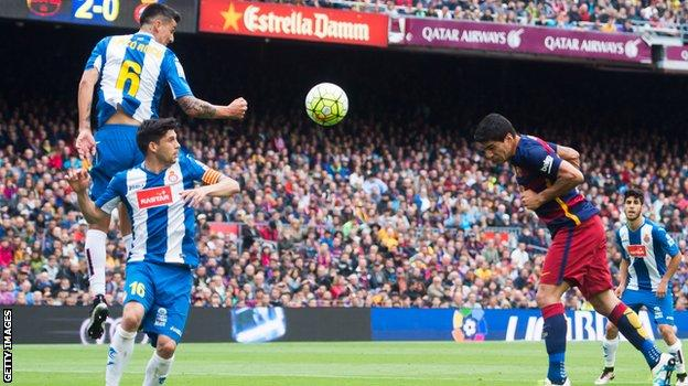 Luis Suarez scores for Barcelona