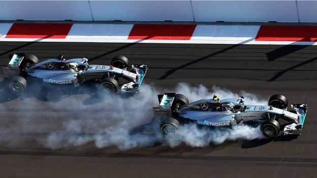 Lewis Hamilton (left) overtakes Nico Rosberg at the 2014 Russian Grand Prix