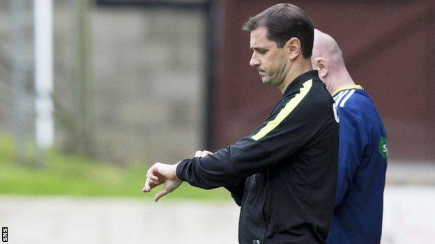 Jackie McNamara looks concerned on the Dundee United touchline