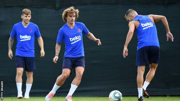 Antoine Griezmann with his new Barcelona team-mates