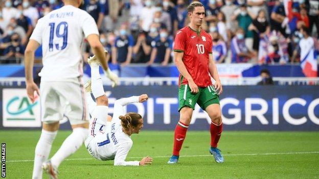 Antoine Griezmann scores with a bicycle kick against Bulgaria