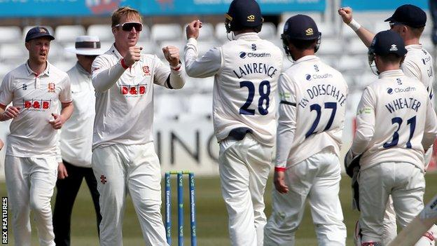 Essex celebrate a wicket for Simon Harmer against Durham