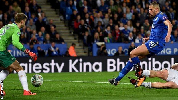 Islam Slimani scores Leicester winner