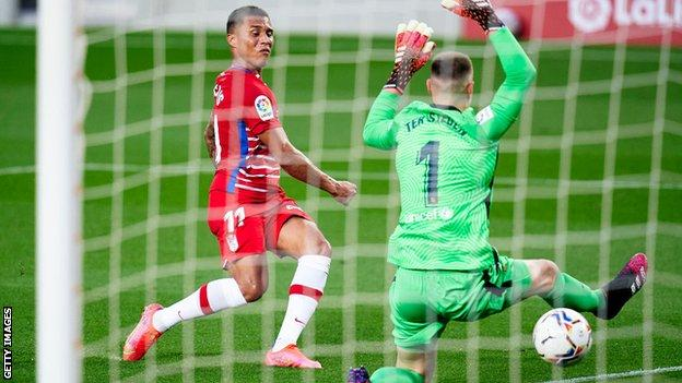 Barcelona 1-2 Granada: Hosts miss chance to go top of La Liga with defeat thumbnail