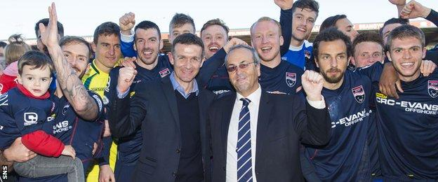 Jim McIntyre, chairman Roy MacGregor and the team celebrate securing their Premiership status with a 2-1 win over Hamilton on 16 May