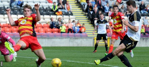 Kenny McLean pounced after David Goodwillie's initial shot was saved to make it 2-0 Aberdeen