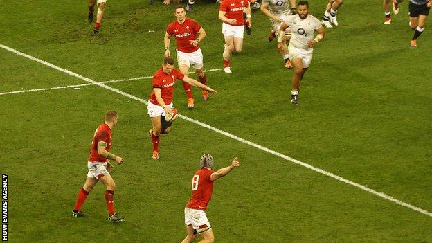 Dan Biggar prepares to kick the ball in the build-up to Wales' decisive second try against England