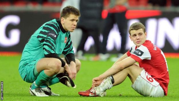 Arsenal players look dejected after losing the 2011 League Cup final