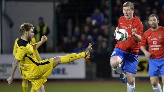 James Knowles and Ryan Arthurs contend for the ball during Cliftonville's victory over the Championship One leaders