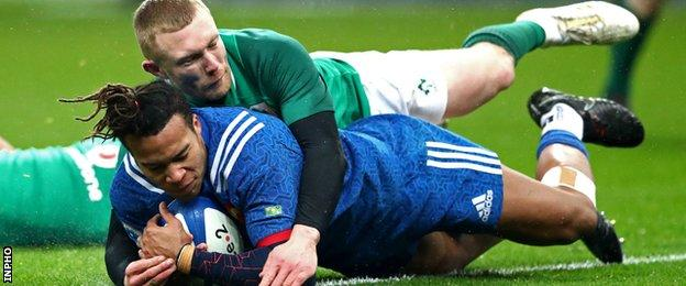 Teddy Thomas scored the only try but it wasn't enough for the French as Ireland snatched a late win