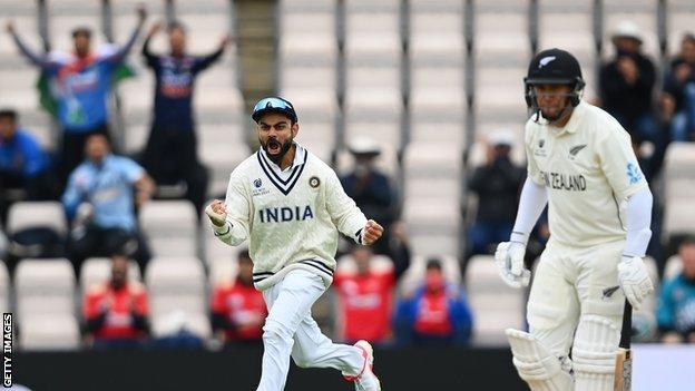 Kohli celebrates Taylor wicket