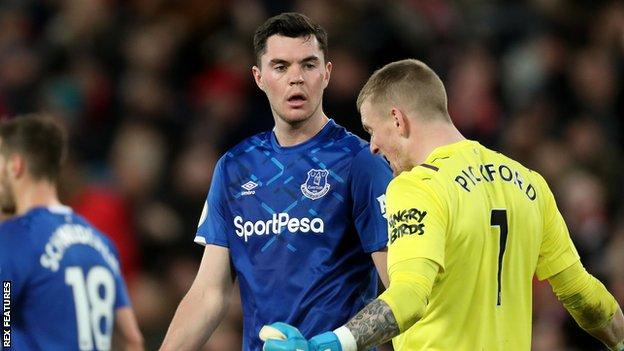 Michael Keane (centre) and Jordan Pickford (right)