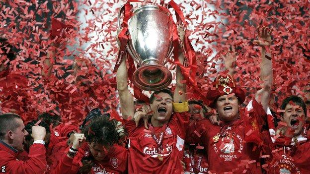 Steven Gerrard lifts the Champions League trophy