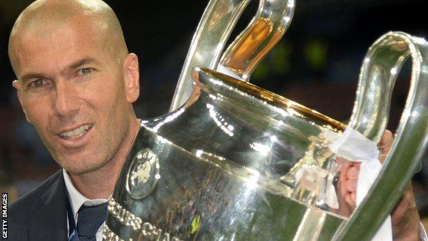 Zinedine Zidane with the Champions League trophy