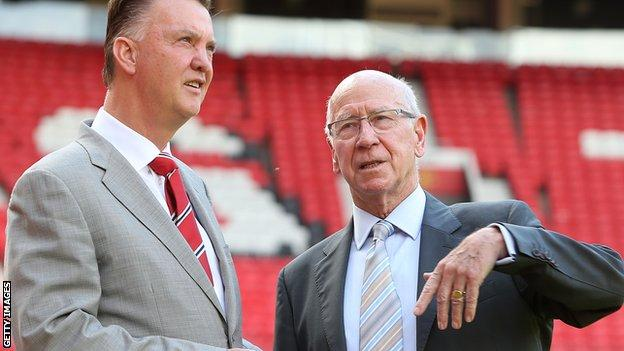 Bobby Charlton (right) with Manchester United manager Louis van Gaal