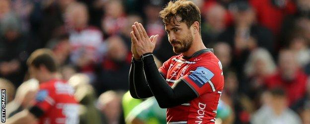 Cipriani applauds the crowd