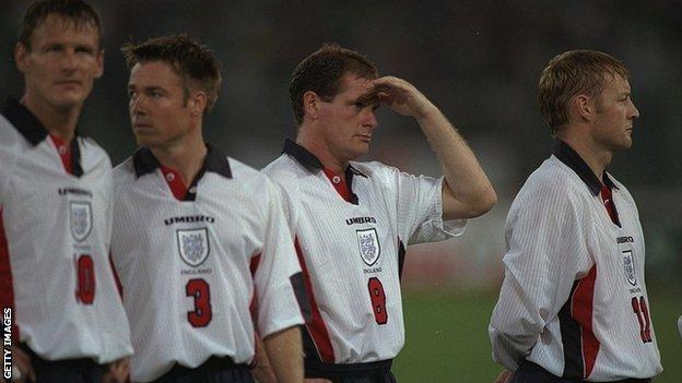 Graeme Le Saux and David Batty line up for England