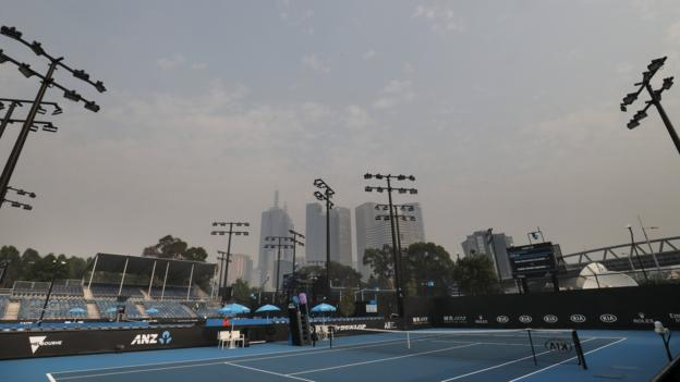 Australia fires: Australian Open qualifying matches delayed by two hours because of air quality thumbnail