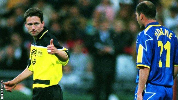 Paul Lambert gives Zinedine Zidane a thumbs up during the 1997 final