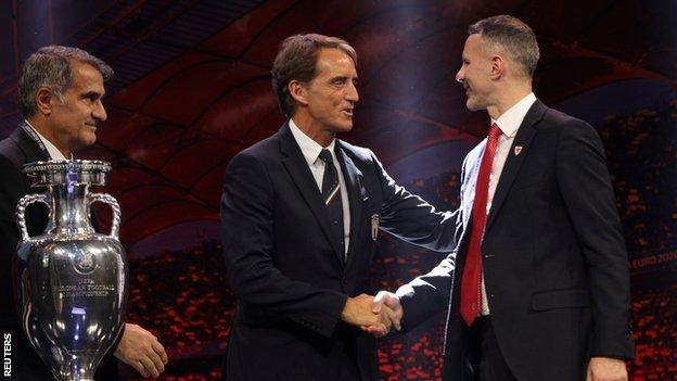 Wales boss Ryan Giggs (R) will pit his managerial wits against Italy coach Roberto Mancini in Euro 2020 Group A