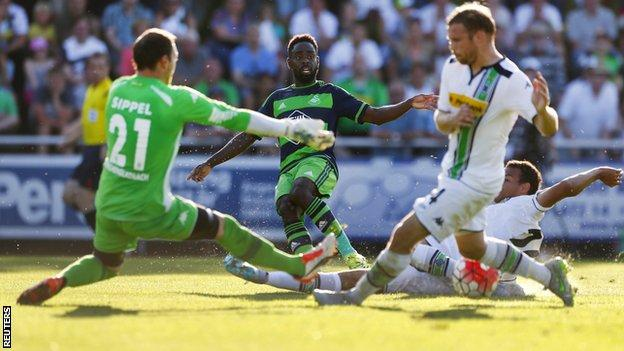 Nathan Dyer went close for Swansea against Borussia Monchengladbach