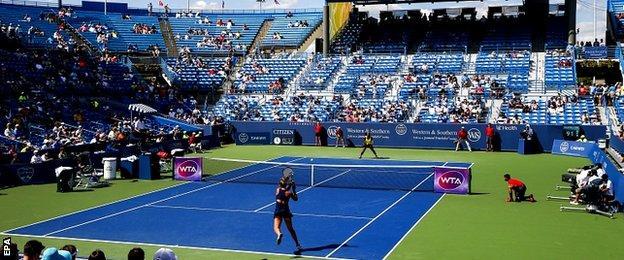 Karin Knapp of Italy (L) hits a return shot to Serena Williams