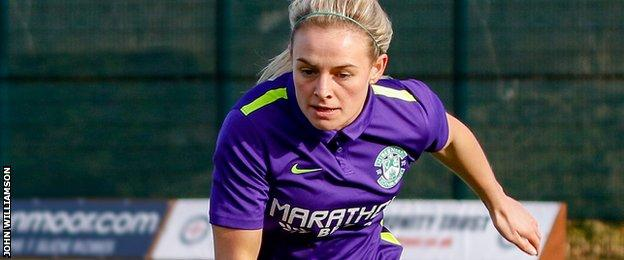 Kirsty Smith in action for Hibs Ladies