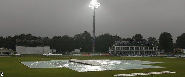 Rain at Canterbury