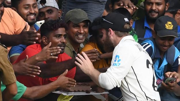 Kane Williamson: New Zealand captain gets birthday cake from Sri Lanka fans thumbnail