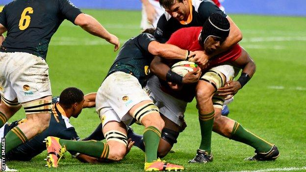Maro Itoje is tackled by two South Africa players