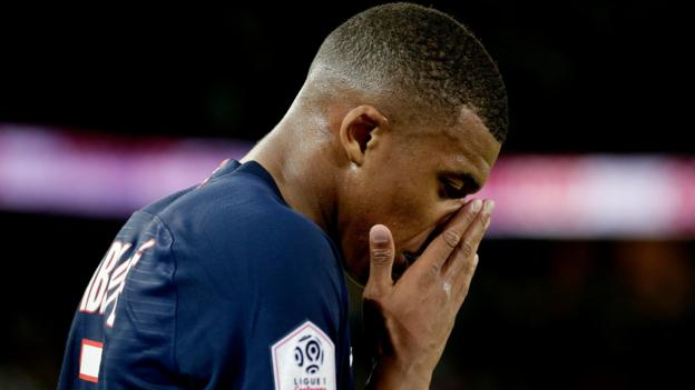 Paris St-Germain 4-0 Toulouse: Kylian Mbappe and Edinson Cavani injured in comfortable win thumbnail