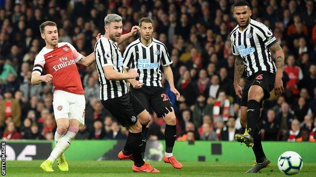 Arsenal 2 0 Newcastle Gunners Move Above Tottenham And Man Utd Bbc Sport