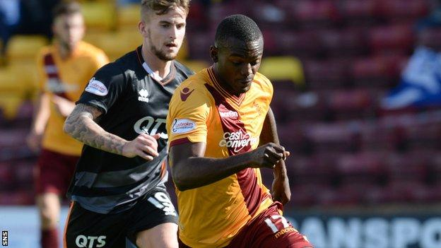 Theo Robinson in action for Motherwell