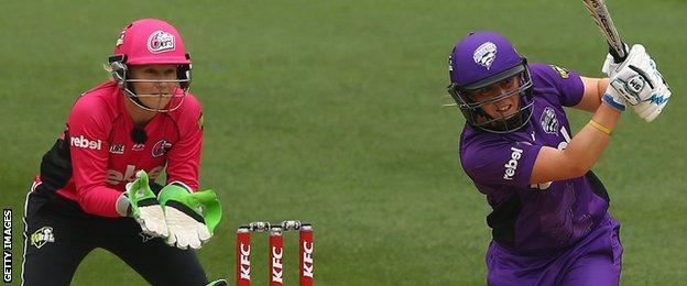 Heather Knight in action against Sydney Sixers