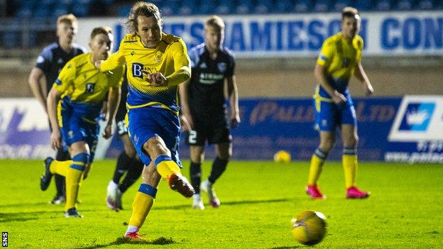 Stevie May scores a penalty